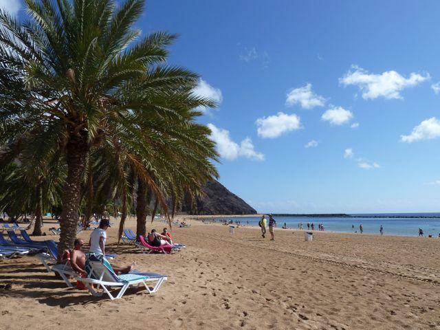 Las Teresitas, witte stranden met palmen