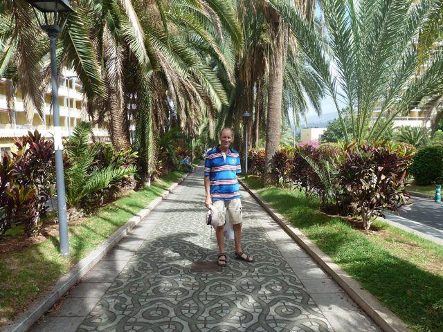 Naar Puerto de la Cruz, toeristisch maar sfeervol met veel beplanting in de stad