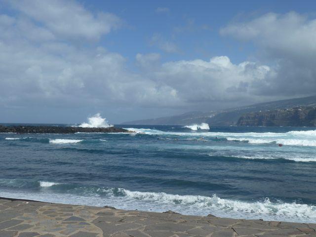 en een perfecte plek voor de meegebrachte lunch op een bankje met deze kust als uitzicht!!