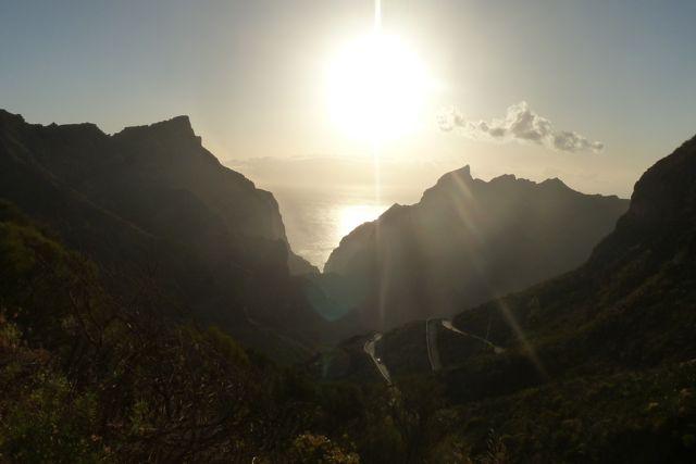 steile wegen en diepe kloven bepalen dit landschap