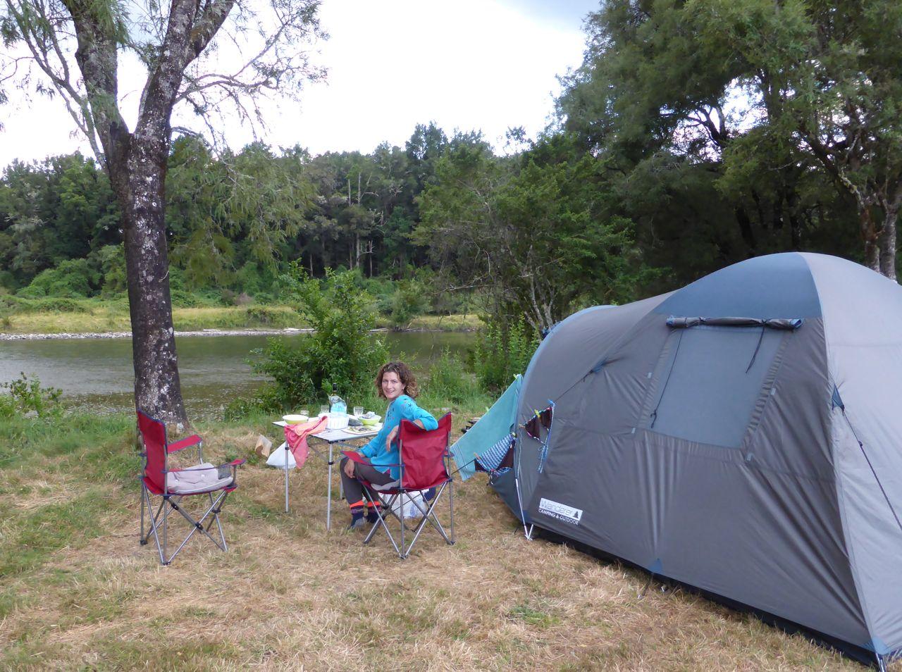 Nu met de tent langs de rivier