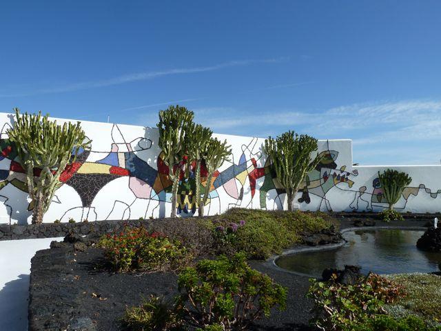 We bezoeken het huis van de kunstenaar Cesar Manrique, die veel invloed heeft gehad op Lanzarote