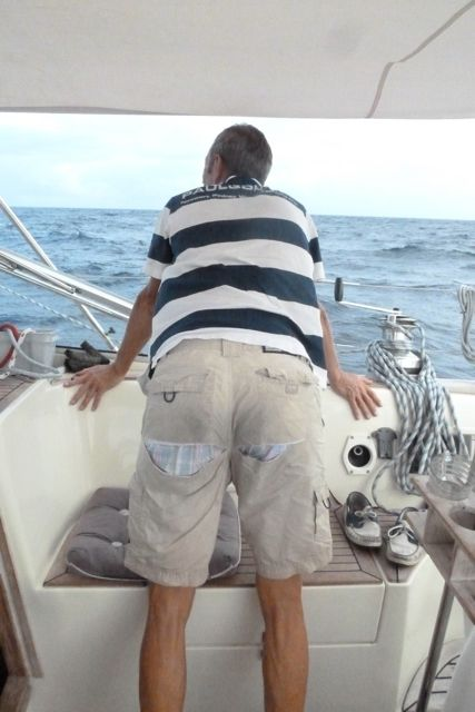 Volgens mij is deze broek inmiddels versleten!!