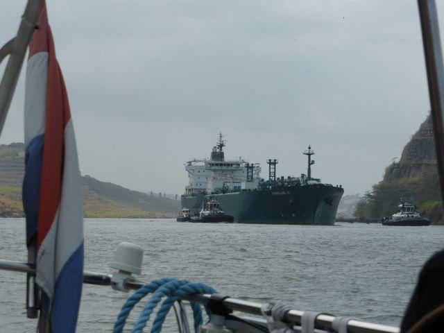 Een LPG schip nadert