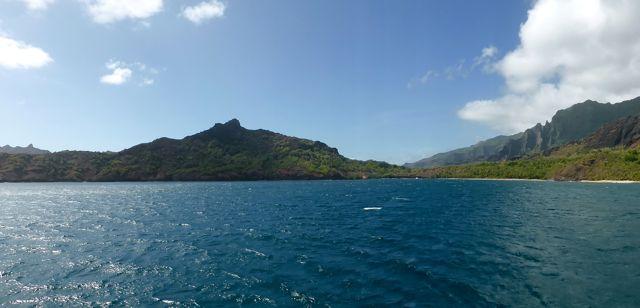 We ankeren in Anaho baai, waar we helemaal alleen liggen