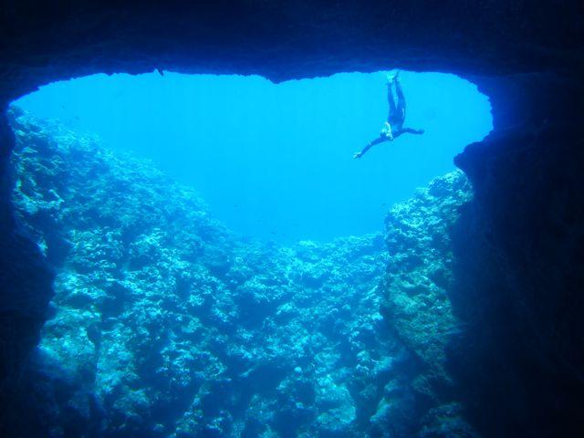 We zwemmen Mariners cave in