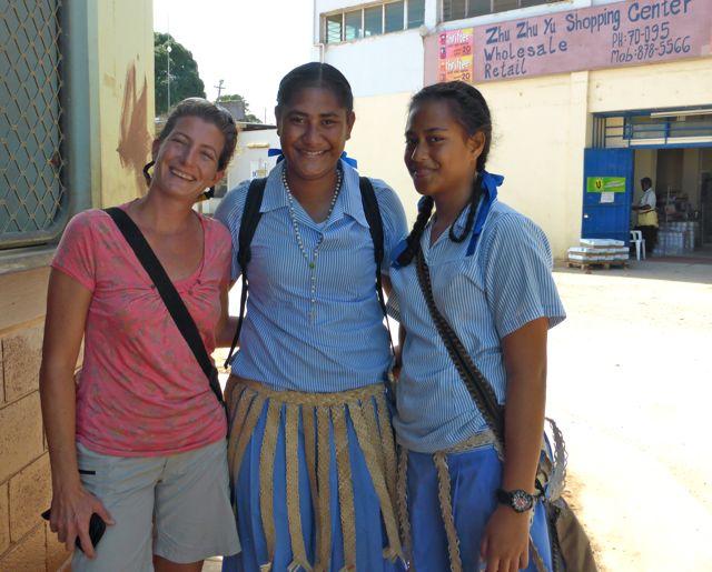 Schoolmeisjes willen graag op de foto